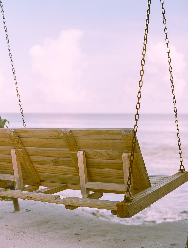 banco-en-la-playa-de-maldivas
