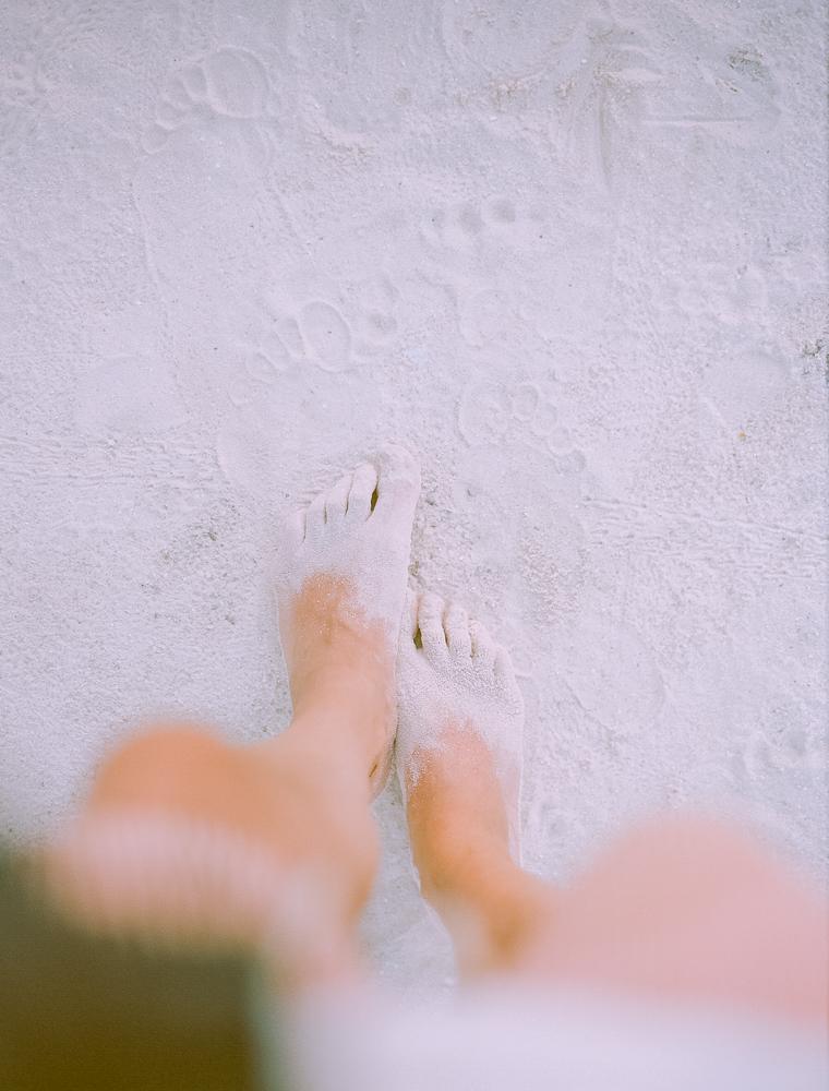 pies-en-la-arena-de-la-playa
